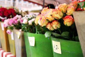 12.Kwiaty jako niezbędna dekoracja sali weselnej